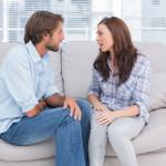 casal_conversando_